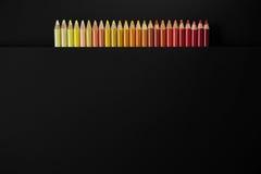 Lápis da cor em um fundo preto imagem de stock royalty free