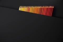 Lápis da cor em um fundo preto fotos de stock royalty free