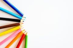 Lápis da cor isolados no fundo branco Fim acima Copie o espaço Fotografia de Stock