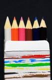 Lápis da cor na caixa de papel Fotografia de Stock