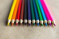 Lápis da cor no papel do ofício, ponto Foto de Stock