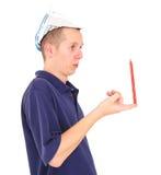 Lápis de equilíbrio do trabalhador novo em seu dedo fotos de stock