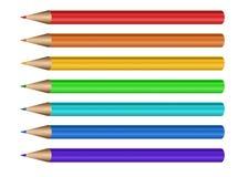 Lápis diferentes da cor arranjados na linha no branco Fotos de Stock