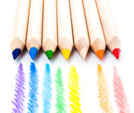 Lápis do arco-íris da cor isolados no fundo branco. De volta ao sch Imagem de Stock Royalty Free