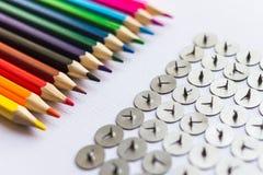 Lápis e botões sobre o fundo branco Fotografia de Stock