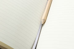 Lápis e caderno aberto placa Imagens de Stock Royalty Free