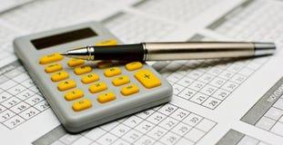 Lápis e calculadora Fotografia de Stock
