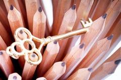 Lápis e chave Fotografia de Stock Royalty Free