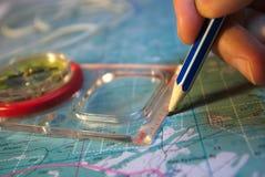 Lápis e compasso do desenho no mapa Fotos de Stock Royalty Free