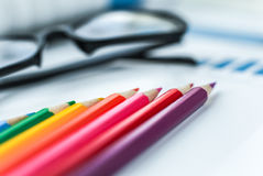 Lápis e vidros da cor Fotos de Stock Royalty Free