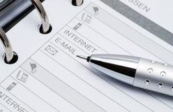 Lápis em páginas abertas da lista de endereços Fotos de Stock