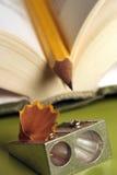 Lápis em um livro 02 foto de stock