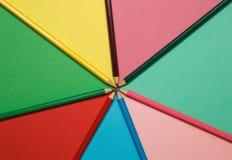 Lápis em um papel colorido Fundo do arco-íris Imagem de Stock Royalty Free