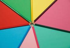 Lápis em um papel colorido Fundo do arco-íris Imagens de Stock Royalty Free