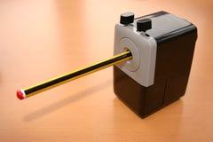 Lápis em um sharpener fotografia de stock