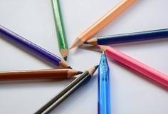 Lápis multicoloridos uma cor isolada Fotos de Stock