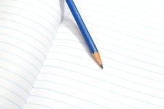 Lápis no livro branco fotos de stock royalty free
