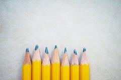 Lápis para esboçar no papel com espaço da cópia, vista superior imagem de stock