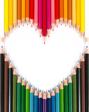 Lápis pastel colorido na forma do coração imagem de stock royalty free