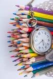Lápis retros do relógio e da cor de bolso do estilo Fotografia de Stock Royalty Free