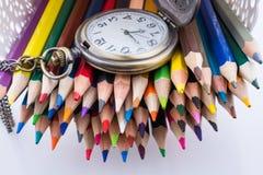 Lápis retros do relógio e da cor de bolso do estilo Fotos de Stock