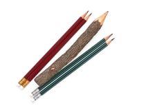 Lápis situados diagonalmente em um fundo branco Fotografia de Stock