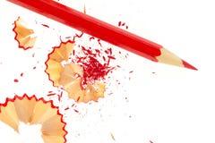 Lápis vermelho e aparas de madeira Fotografia de Stock Royalty Free