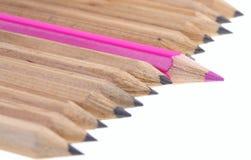Lápis vermelho entre o simples. foto de stock royalty free