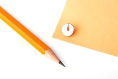 Lápiz amarillo con el papel amarillo Fotografía de archivo