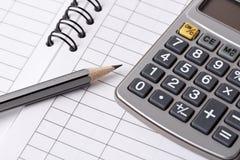 Lápiz, calculadora y libro de cuentas Imagen de archivo libre de regalías