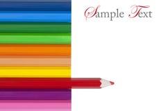 Lápiz coloreado rojo que se destaca de otro Imagen de archivo libre de regalías