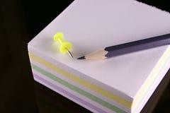 Lápiz, contacto y el bloque de notas Foto de archivo