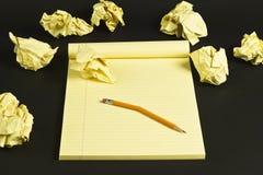 Lápiz de papel y quebrado arrugado Imágenes de archivo libres de regalías
