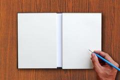 Lápiz del uso de la mano Imágenes de archivo libres de regalías