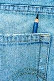 Lápiz en el bolsillo de mezclilla azul Imagenes de archivo