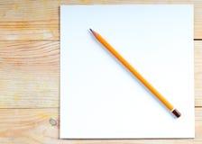Lápiz en una tabla de madera De nuevo a escuela Foto de archivo libre de regalías