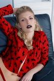 Lápiz labial atractivo del negro de la muchacha Imagen de archivo libre de regalías