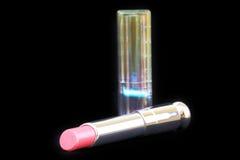 Lápiz labial Cerrado-para arriba del lux con el paquete aislado encendido Fotografía de archivo
