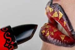 Lápiz labial con el labio Imagen de archivo