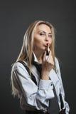 Lápiz labial que se besa de la empresaria hermosa Imagen de archivo libre de regalías
