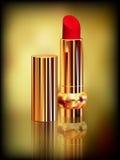 Lápiz labial rojo en tubo del oro Creado con las mallas de la pendiente Imagen de archivo