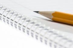 Lápiz y cuaderno Fotografía de archivo libre de regalías