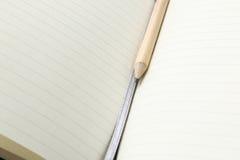 Lápiz y cuaderno abierto espacio en blanco Imágenes de archivo libres de regalías