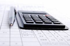 Lápiz y la calculadora Fotografía de archivo libre de regalías