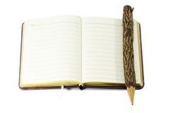 Lápiz y libro. Imagenes de archivo