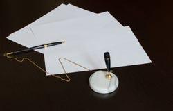 Lápiz y papeles vacíos Foto de archivo