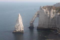 L'Aiguille de falaise de craie dans Etretat photo libre de droits