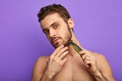 Lâmina que fornece uma barbeação lisa agradável imagens de stock royalty free