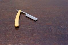 Lâmina reta com claro - punho de madeira marrom imagem de stock royalty free