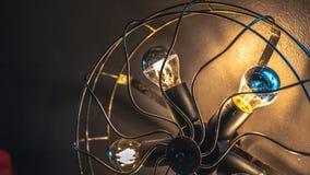 Lâminas da lâmpada que leve no fã fotografia de stock
